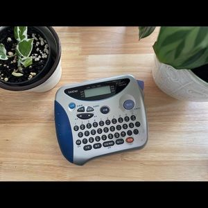 Adhesive Label Maker: Brother P-Touch 1180HK